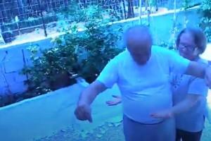"""Το πιο αστείο τσιφτετέλι στο Youtube: Παππούς χορεύει και """"τρελαίνει"""" κόσμο"""