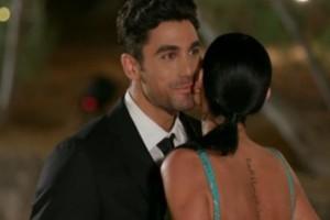 «Πάγωσαν» στο «The Bachelor»: Το πρόβλημα υγείας της κοπέλας που ανατρίχιασε τον Βασιλάκο