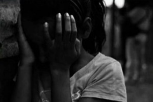 Συγκλονίζει η μητέρα της 8χρονης που βιαζόταν από τον πατέρα της: «Είναι τραγικό, ο νόμος υποστηρίζει αυτά τα τέρατα» (Video)