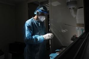 Κορωνοϊός: «Μαύρο» ρεκόρ με 121 θανάτους - 606 διασωληνωμένοι και 1.747 κρούσματα