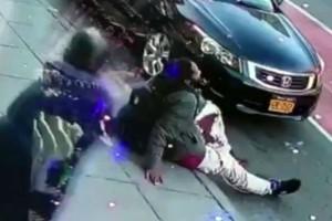 Άγριο έγκλημα: Μαχαίρωσαν 38χρονο και 41χρονη στη μέση του δρόμου  (Video)