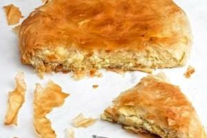 Τυρόπιτα αναποδογυριστή: Τραγανή με πλούσια γέμιση τυριού