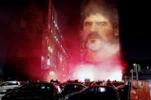 """""""Κάηκε"""" η Νάπολι για τον Ντιέγκο της: Εντυπωσιακές εικόνες από το """"Ad10s"""" στον Μαραντόνα!"""