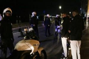 Θεσσαλονίκη: Νεαροί χτύπησαν αστυνομικούς που πήγαν να τους ελέγξουν