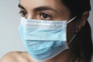 Κορωνοϊός - Δήλωση σοκ: Μέχρι το καλοκαίρι θα φοράμε μάσκες