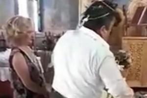 Γαμπρός «ξενύχιασε» τη νύφη την ώρα του γάμου – Απίθανες εικόνες μπροστά στον παπά