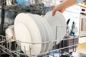 Μυρίζει άσχημα το πλυντήριο πιάτων; Έτσι θα διώξετε τη μυρωδιά
