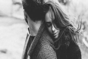 9+1 σημάδια που δείχνουν πως είναι ερωτευμένος μαζί σου