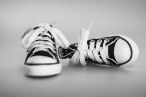 Τα παπούτσια του έβγαζαν τρομερή δυσοσμία: Πήρε τη μαγειρική σόδα και…