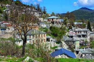 """""""Ταξιδεύουμε"""" σε 5 κορυφαία ελληνικά χωριά που θα μπορούσαν να είναι επίγειοι… παράδεισοι!"""