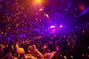 """Αρχές """"διέλυσαν"""" κορωνο-παρτι με 25 γυμνούς συμμετέχοντες"""
