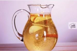 Νερό κανέλας με μήλο και λεμόνι για...