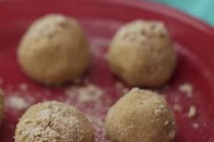 Κεφτεδάκια χωρίς κιμά αλλά με γάλα και μέλι - Δείτε πώς θα τα φτιάξετε (Video)
