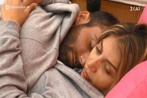 Το έδειξαν μετά τις 12 στο Big Brother: Η Δανέζη χουφτώνει τον Κεχαγιά και οι εικόνες θυμίζουν… ταινία εvηλίκων