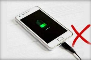Τεράστια προσοχή: Αυτός είναι ο λόγος που δεν πρέπει να αφήνεις τη μπαταρία του κινητού να τελειώνει