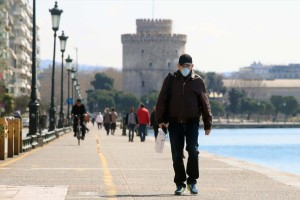 Κορωνοϊός: Ανησυχητικά ξανά τα δείγματα από τη Θεσσαλονίκη