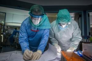 Νέο αρνητικό ρεκόρ με 2199 νέα κρούσματα - 596 διασωληνωμένους και 111 θανάτους