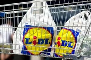 """Ανακοίνωση """"βόμβα"""" από τα Lidl: Καταργεί σακούλες των 0.04 λεπτών - Πόσο κοστίζουν οι νέες;"""