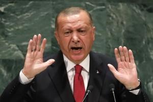 """Ερντογάν: """"Ο Μακρόν χρειάζεται θεραπεία σε πνευματικό επίπεδο"""""""