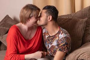 42χρονη μητέρα ερωτεύτηκε τον 20χρονο φίλο του γιου της - Μετά από 2 μήνες...