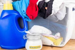 Μυρίζουν τα ρούχα σας μετά την άθληση με «κωδικό 6»; Δείτε πώς θα τα κάνετε σαν καινούργια με μαγειρική σόδα