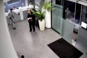 Σοκαριστική ληστεία στα Σπάτα: Μπήκε στο διαγνωστικό κέντρο με καραμπίνα