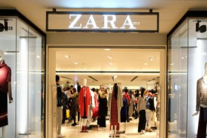 Online ξεπούλημα στα ZARA - Το φόρεμα που θα σας ξετρελάνει σε τιμή έκπληξη