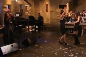 Μελαχρινές καλλονές χορεύουν τσιφτετέλι και αναστατώνουν το πλατό!