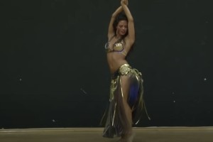 Το πιο αισθησιακό τσιφτετέλι που κυκλοφορεί στο διαδίκτυο - Η κουκλάρα χορεύτρια με τις 47.568.595 προβολές