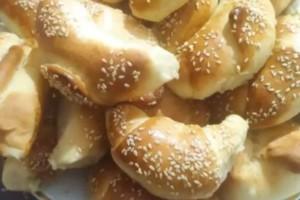 Αφράτα τυροπιτάκια με σπιτική ζύμη