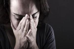 """""""Χάσαμε τον άντρα μου από κορωνοϊό. Πώς να στηρίξω την 10χρονη κόρη μου αλλά και εμένα;"""""""