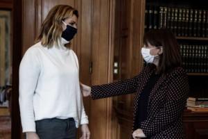 Σκληρό μήνυμα Σακελλαροπούλου στη συνάντηση με Μπεκατώρου: «Να σταματήσει η ατιμωρησία»