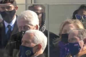 Το έκανε κι αυτό: Ο Μπιλ Κλίντον… κοιμήθηκε στην ορκωμοσία του Τζο Μπάιντεν
