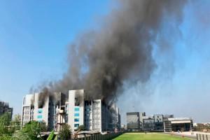 Σοκ: Φωτιά στο μεγαλύτερο εργοστάσιο παραγωγής εμβολίων κορωνοϊού! (Video)