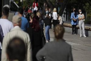 """Lockdown: Σε γρήγορους ρυθμούς η κυβέρνηση για το επόμενο βήμα - Τα προσεκτικά βήματα για το """"άνοιγμα"""" της Ελλάδας"""