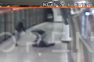 Επίθεση στο Μετρό: Νέο σοκαριστικό βίντεο με τον ξυλοδαρμό του σταθμάρχη