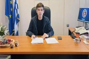 Ο Μένιος Φουρθιώτης πολιτικός! Οι πρώτες πόζες στο πολιτικό του γραφείο (photos)