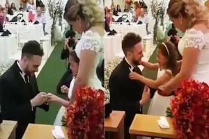 37χρονος γαμπρός προσφέρει δαχτυλίδι στη θετή κόρη του - Άφωνη η 27χρονη νύφη και μητέρα της (Video)