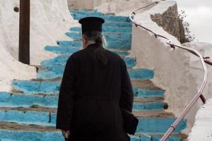 Τι πρέπει να κάνουμε όταν συναντήσουμε ιερέα στο δρόμο μας;