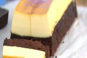 Σοκολατένιο κέικ με κρέμα καραμελέ