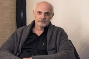 Kόλαφoς πρώην φοιτητής του Γιώργου Κιμούλη: «3 χρόνια με φόβo, κατέστρεψε πρoσωπικότητες γιατί έτσι γoύσταρε και γιατί μπορούσε»