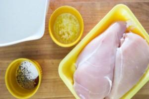 Εύκολο κόλπο για να φτιάξετε το πιο μαλακό και ζουμερό κοτόπουλο που έχετε δοκιμάσει!