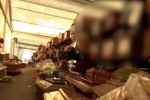 Κορωνοϊός: Εικόνες σοκ - Στοιβαγμένα 700 φέρετρα με νεκρούς! (Video)