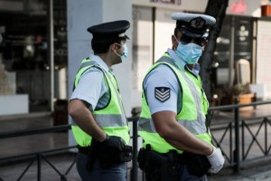 """Κέρκυρα: Αστυνομικός ζήτησε σε 55χρονο να φορέσει μάσκα και εκείνος τον """"σάπισε"""" στο ξύλο"""