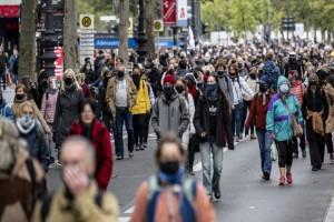 """Lockdown: Στον ορίζοντα νέα αυστηρότερα μέτρα για τον κορωνοϊό - Για ποιες χώρες """"χτυπά"""" η καμπάνα"""