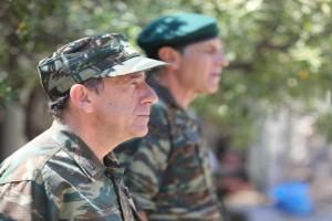 Παρουσιάστε: Μία έκτακτη επίσκεψη θα φέρει τον πανικό στο στρατόπεδο