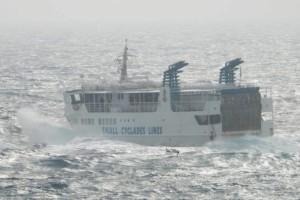 """Κυκλάδες: Μάχη με τα κύματα δίνει ο """"Σκοπελίτης"""" - Το δρομολόγιο που έγινε το κεντρικό θέμα"""