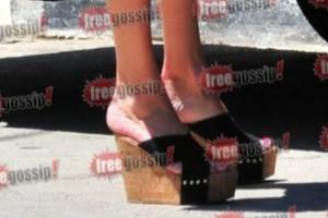 """Φαίη Σκορδά: """"Ουρλιάζανε"""" τα δάχτυλα των ποδιών της - Η φτέρνα στον αέρα! Με αυτά ξενέρωνε ο Λιάγκας; (ΦΩΤΟ)"""