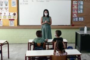 """Η κυβέρνηση αφού έχει κλειστά τα σχολεία 9 μήνες τελικά αποφάσισε: """"Το ασφαλέστερο μέρος για τα παιδιά είναι το σχολικό περιβάλλον"""""""
