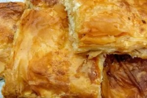 Τυρόπιτα με μπεσαμέλ από σιμιγδάλι και πολλά τυριά
